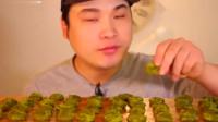 韩国吃播大胃王吃抹茶饭团,太能吃了一次一桌子