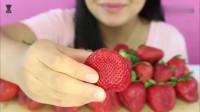 把草莓放在显微镜下会发生什么?出现这个不明物体,你还敢吃吗?
