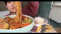 大胃王抹茶:麻辣香锅一锅端,配大米饭一口接一口,吃的真香