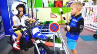萌娃小可爱们在儿童乐园里玩的好开心!萌娃:熊孩子骑车要遵守交通规则哟!