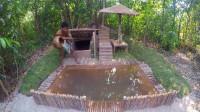 原始技能 野外生存  生存哥 打造最秘密地下住宅带泳池