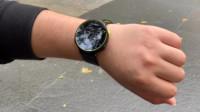 戴着智能手表跑起来