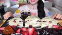 美食吃播:越南美女吃货Lychee,吃抹茶和果酱千层蛋糕