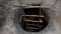 原始技能 野外生存 生存哥建造最隐秘的地下竹泥屋