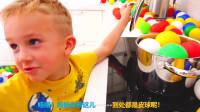 萌娃小可爱的家里到处都是漂亮的小皮球!—萌娃:刚刚下了一场皮球雨!