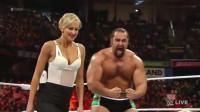 太可怕了!女子在WWE上被如此虐待,观众都快看不下去了!