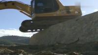 挖机师傅一展车技,差点失误爬不上去!