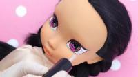 芭比娃娃装扮秀:重铸容颜美妆打造一个花木兰,手里还拿着一把剑