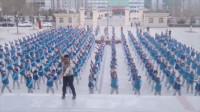 灵魂舞者!体育老师改编网红舞 400名学生前C位领舞