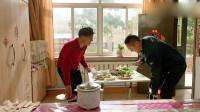乡村爱情11:大个来赵四家拉货,看到桌上的饭菜迈不动步,开吃