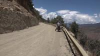 这条路路况很差但风景很美,从稻城亚丁可以的直接到香格里拉!