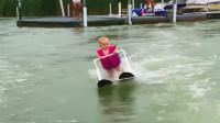 6个月大婴儿还不会走路 却在湖面霸气滑水210米