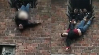 嫌疑人逃跑欲跳窗逃走 被民警一把抓住悬挂窗户挣扎半小时