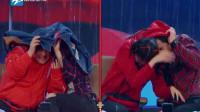 王牌:游戏输了,沈腾没有接住伞,扯着关晓彤的帽子挡雨,网友:腾哥太不要脸了!