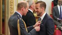凯恩成英格兰最优秀前锋 威廉王子亲自颁发奖章