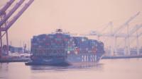 孤单镜头看世界第二十一期,带您观看大连港,忙碌的货轮运输