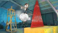老外将烧烤用的锡纸制成巨型锡纸球,威力摧枯拉朽!一球打翻纸板墙