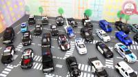 超多的玩具小车堵在路上看看有没有你喜欢的