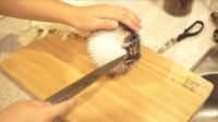 """日本小哥料理活""""河豚"""",刚准备一刀切下去,下一秒意外发生了"""