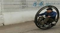 农村小伙自制拉风独轮超跑 网友:一公里油耗两双鞋