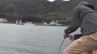 幸好出门钓鱼时带了助手,要不这么大的鱼上岸可费劲了……