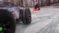 遥控车拉动往滑冰,孩子们彻底嗨了