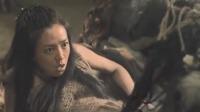 孕妇被原始部落抓来,没想到竟直接对她动手,抵抗的样子让人心疼