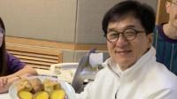 成龙晒67岁生日照,称怕大家祝福,19岁女儿吴卓林毫无表示