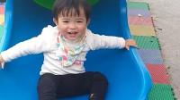 宝宝学滑滑梯 玩了一下午好开心 宝宝成长记录