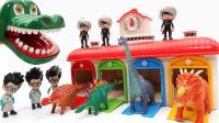 恐龙玩具:恐龙袭击小汽车,鳄鱼pk恐龙,一起来帮恐龙清理身上的粘状物体