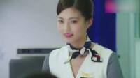 机长和美女老师在飞机上偶遇空姐前女友,机长的反应太逗了!
