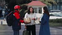 快递员大叔街头遭女孩辱骂,路人:我帮大叔赔给你!