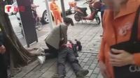 深圳一男子突然晕倒 热心路人紧急施救