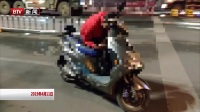 云南昆明:醉汉车停机动车道  呼呼大睡不觉危险 红绿灯·平安行 20190411