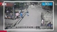 重庆:43岁男子抢走3岁幼童手机