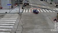 傻眼!电动三轮被撞无人驾驶蛇形走位 撞了