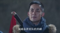 关峰和小泥鳅知道薛光甫在炮楼里,用语言感召伪军将薛光甫交出