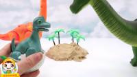 恐龙玩具:恐龙宝宝出壳牛角龙和大鲨鱼跑进烤箱变身大恐龙