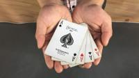 魔术揭秘:扑克牌瞬间消失,学会骗朋友玩