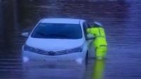 当梧州暴雨倾城时,交警都在干什么?为他们点赞!