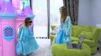 萌娃小可爱:姐姐可以直接把电脑里的漂亮裙子拿出来穿到我的身上,真是厉害呢!