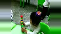 小萝莉上幼儿园第二天,放学铃声一响起,颇有我当年的风范