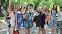 大量的白人美女涌入中国,表面上是来旅游的,实际上另有目的