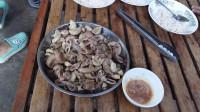 烹饪美味的猪肠
