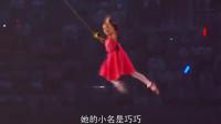08年奥运会开幕式,小女孩手拉大风筝从鸟巢上空飞过!