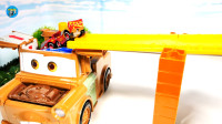 故障车小汽车高架桥大箱车,儿童玩具亲子互动,悠悠玩具城