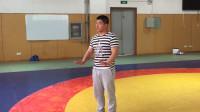 摔跤训练课:李教练带你学习摔跤之前滚翻,看完保你不吃亏