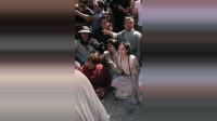 《新倚天屠龙记》杀青时演员们合影,你能认出来吗?