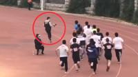 抢风头?高校举行运动会摄影师狂奔跟拍轻松超越选手