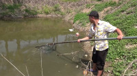 在家自制捕鱼神器,六米的钢管都用上了,大家看看能不能捞到大鱼